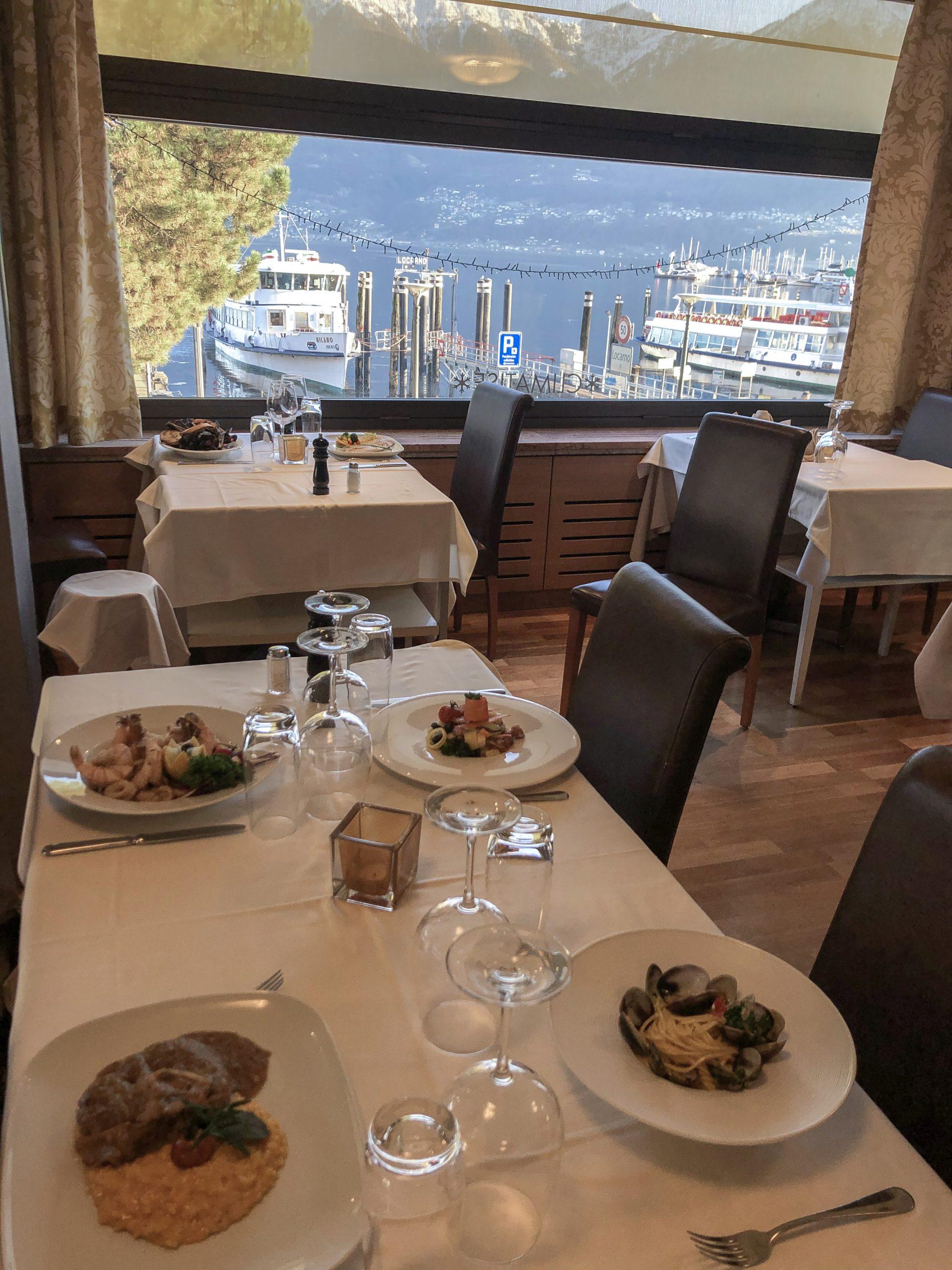 Pranzare con la splendida vista del lago maggiore